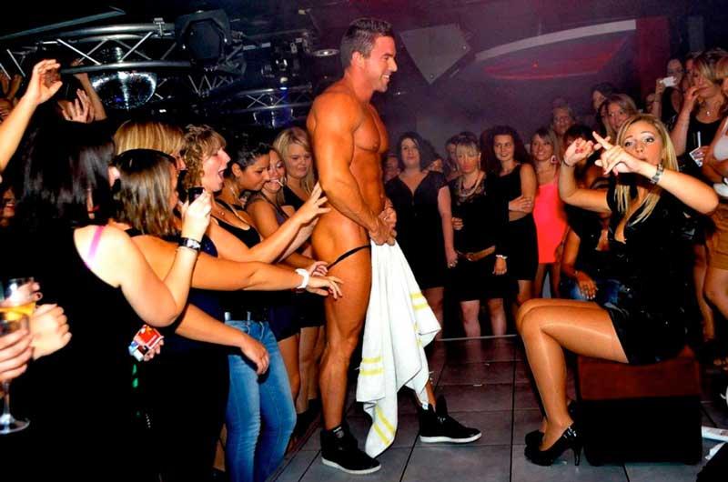 Striptease enterrement de vie de célibataire