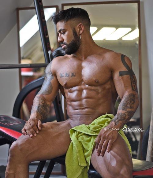 Athlète musculation nu