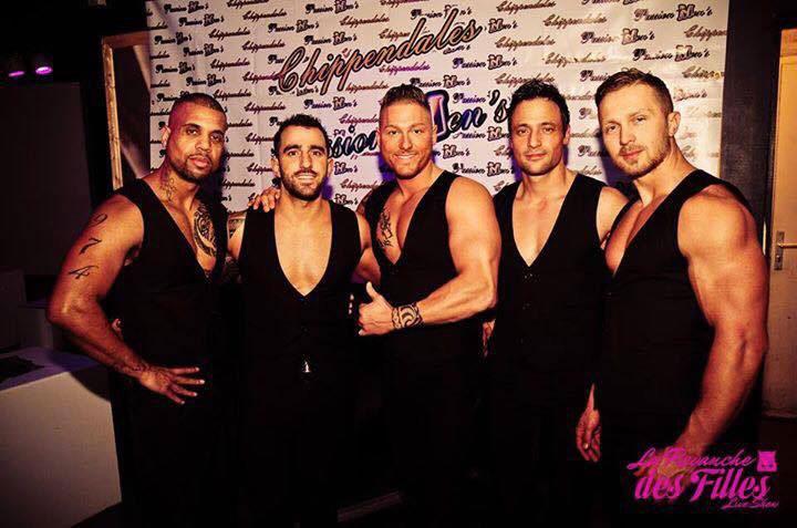 Revue striptease masculin