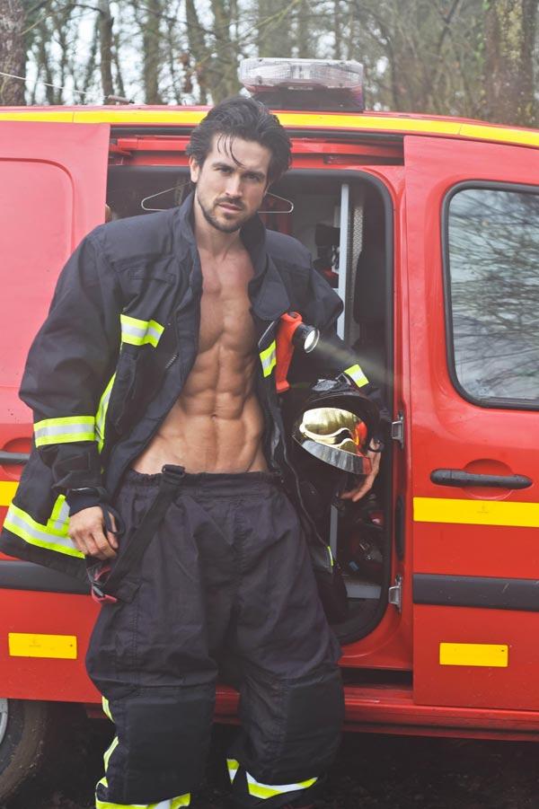 Show sexy tenue pompier